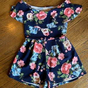 Excellent condition Floral Romper Size Small!